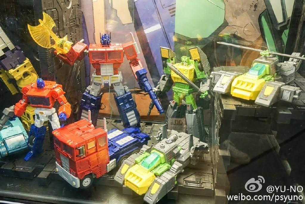 [ToyWorld][Zeta Toys] Produit Tiers - TW-M01 Primorion/Zeta-EX6O OriPrime et Zeta -EX6E EvaPrime - aka Optimus (G1 et Evangelion) XRjraclu