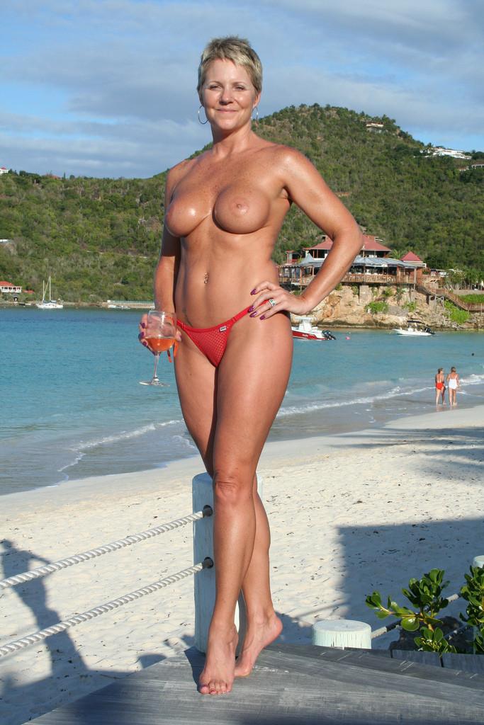 Island Tropics Mature 23