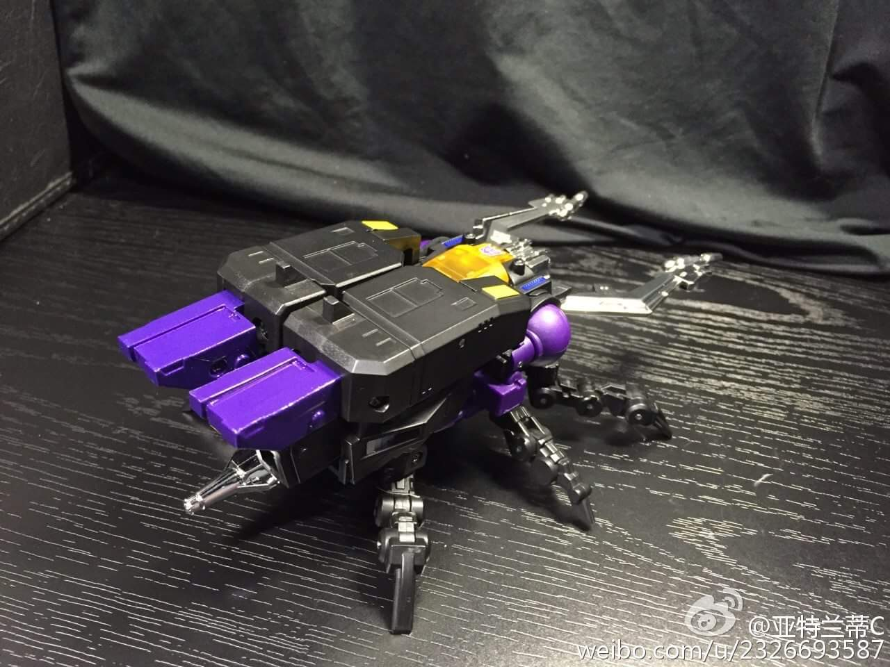 [Fanstoys] Produit Tiers - Jouet FT-12 Grenadier / FT-13 Mercenary / FT-14 Forager - aka Insecticons - Page 3 BugipCK6
