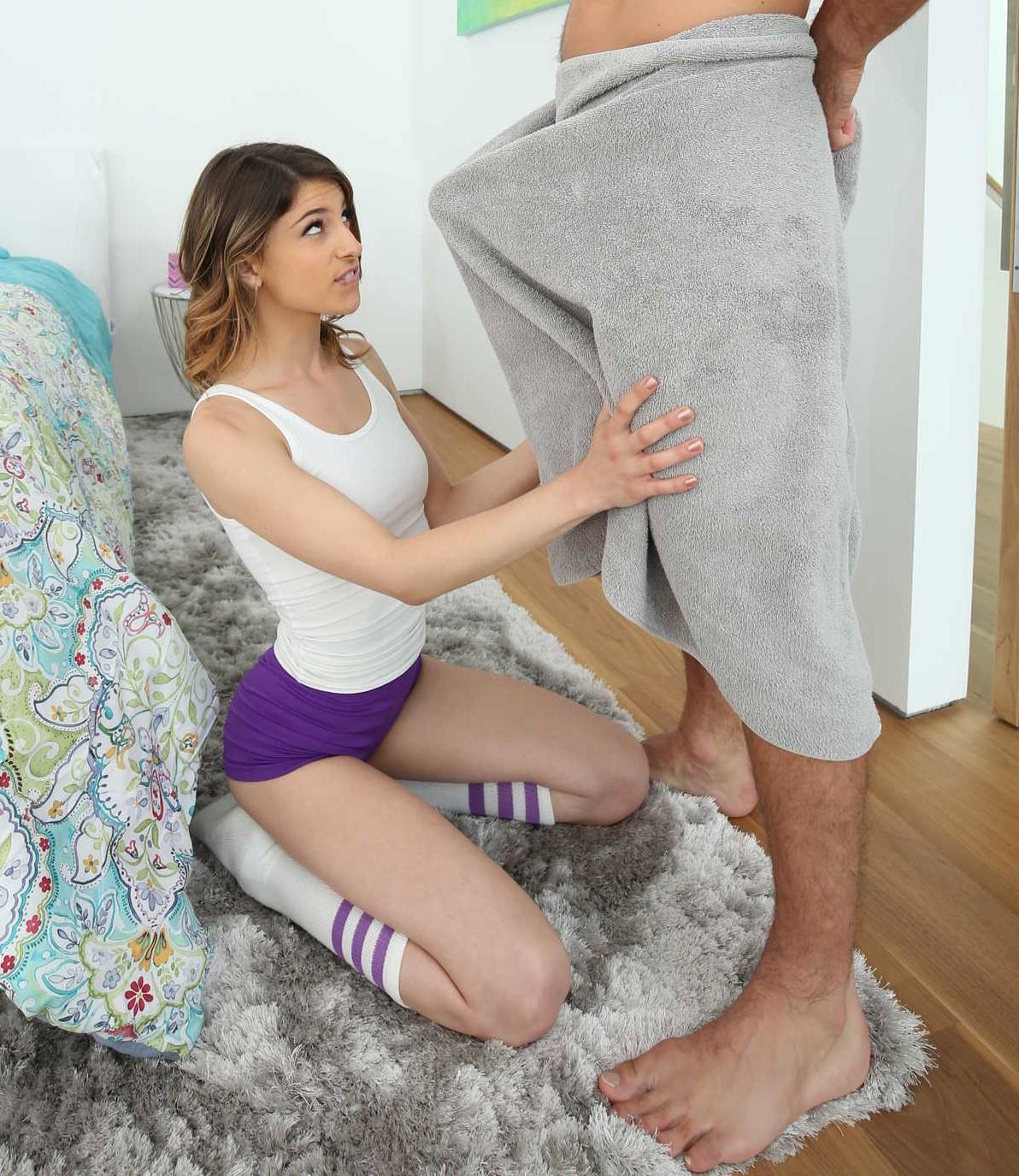 Kristen Scott prueba una verga larga por la boca y conchita