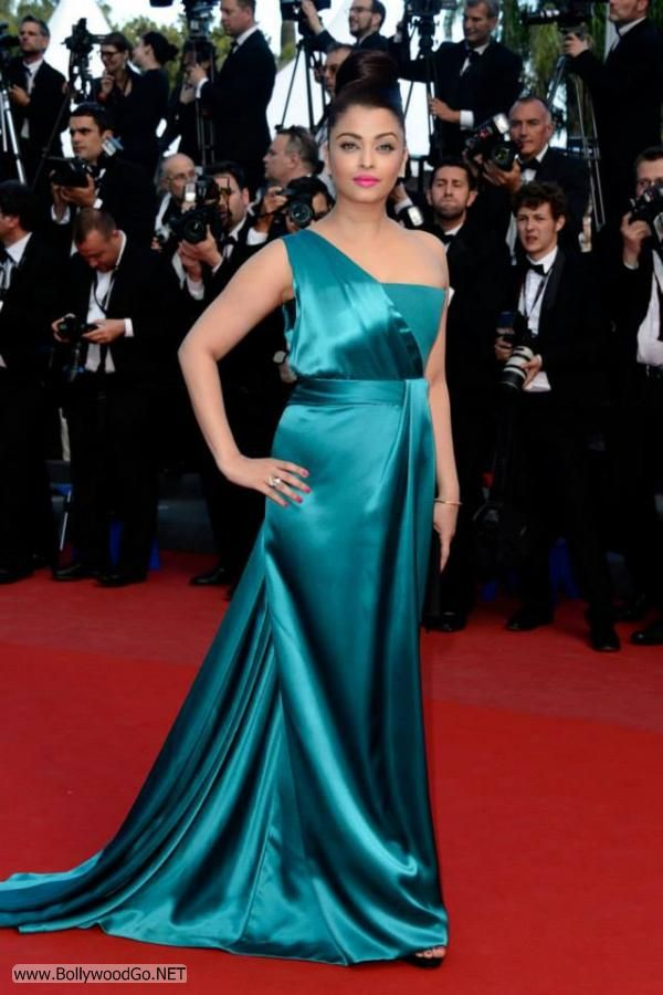 Aishwarya Rai at the Premiere of Cleopatra at the Cannes AdrzgCdD