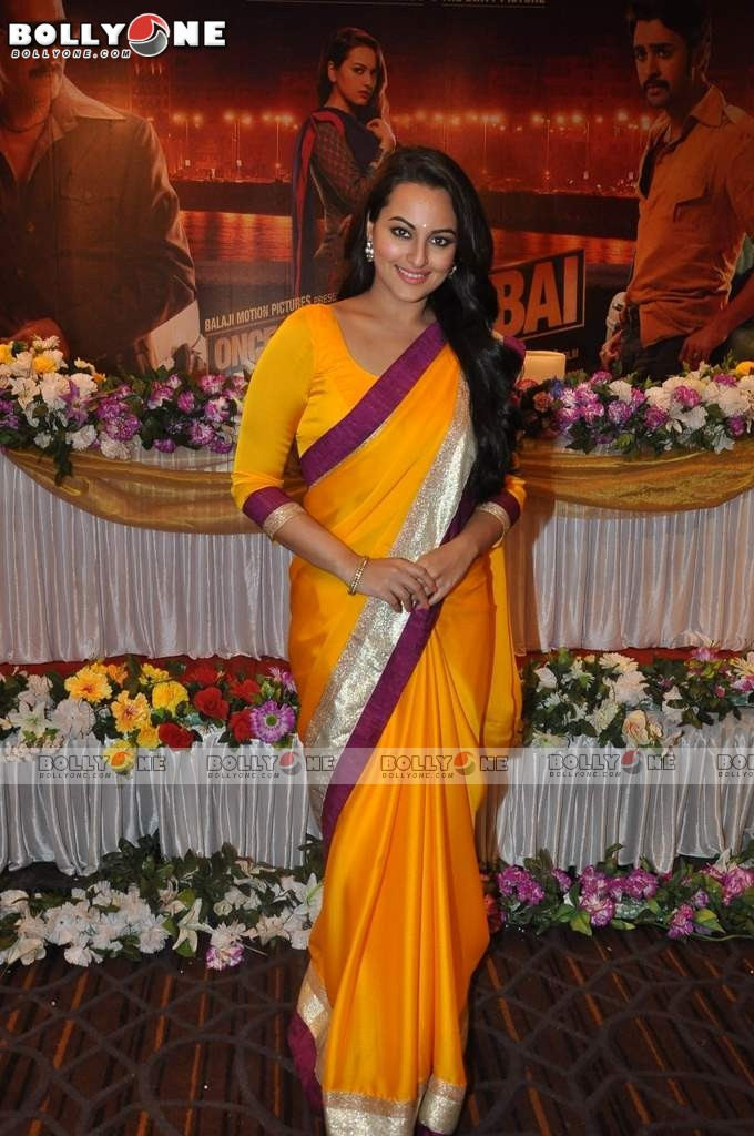 Sonakshi and Imran on the sets of CID to Promote 'Once Upon a Time in Mumbaai Dobara' 12 images.txt Abz5w7GS
