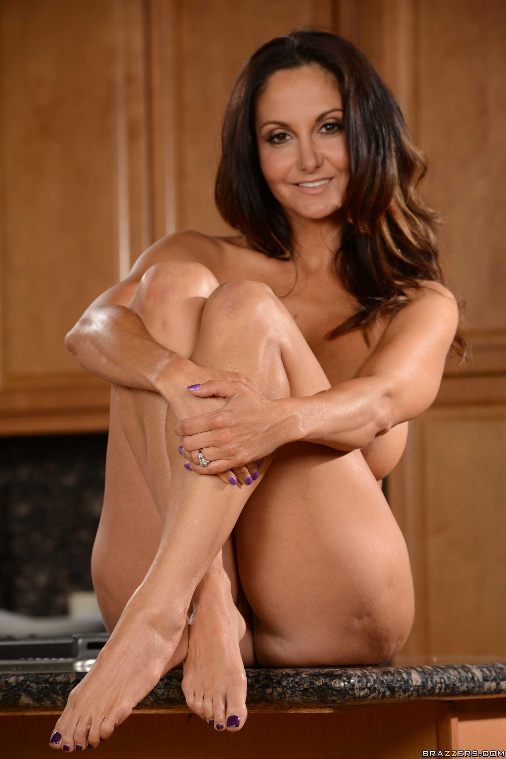 Ava addams muestra su golosa conchita
