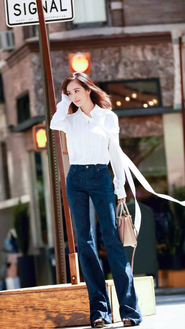 一件超级简单款式的白衬衫,穿在杨幂身上就没那么简单了