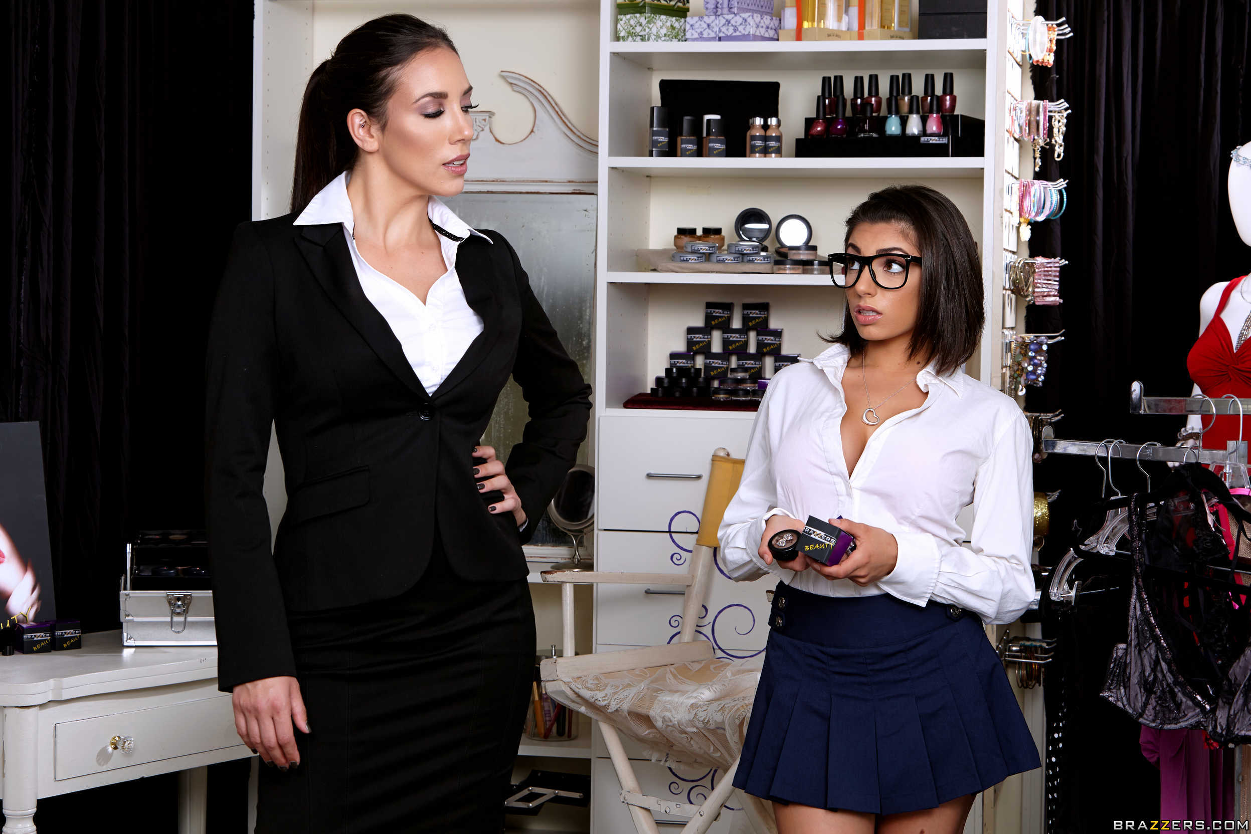 Jelena Jensen y Darcie Dolce- un juguete para sus conchitas