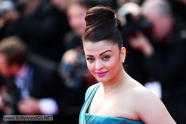 Aishwarya Rai at the Premiere of Cleopatra at the Cannes AbwQIQ24