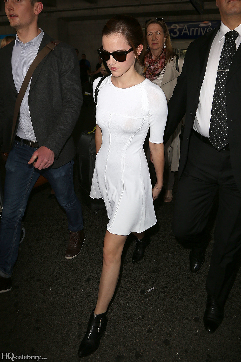 Emma Watson Shows Off Her Body But Stays Classy AbgNbq3h