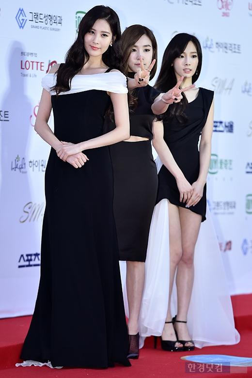 """[150122] Girls' Generation - TTS — Alfombra Roja de """"24° Premios de Música de Seúl"""" FnUkt5jj"""