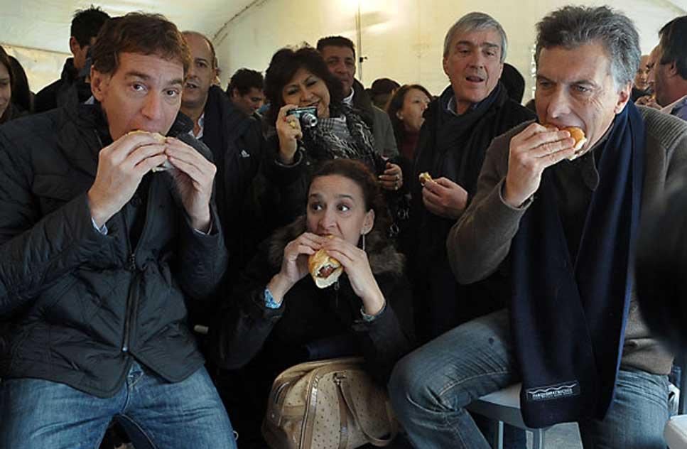 Macri se comio un chori y votaria por scioli