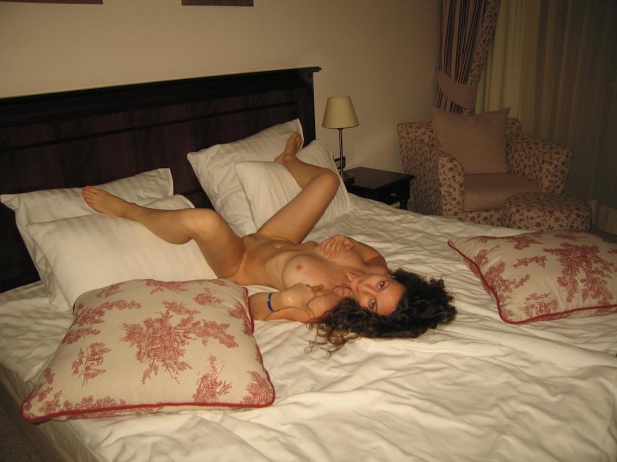 Тетки на кровати 27 фотография