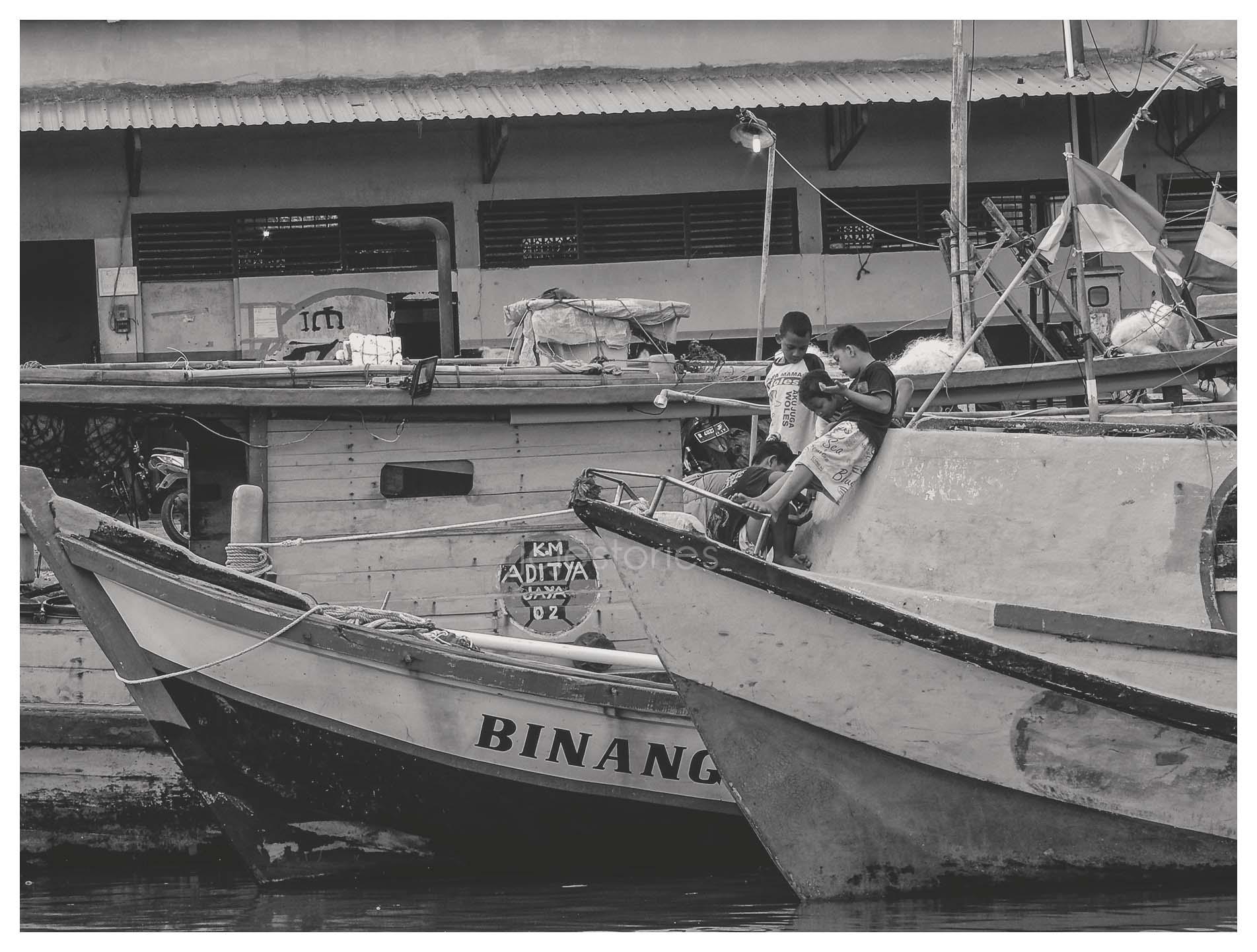bersenang-senang ala anak kampung nelayan di cilacap