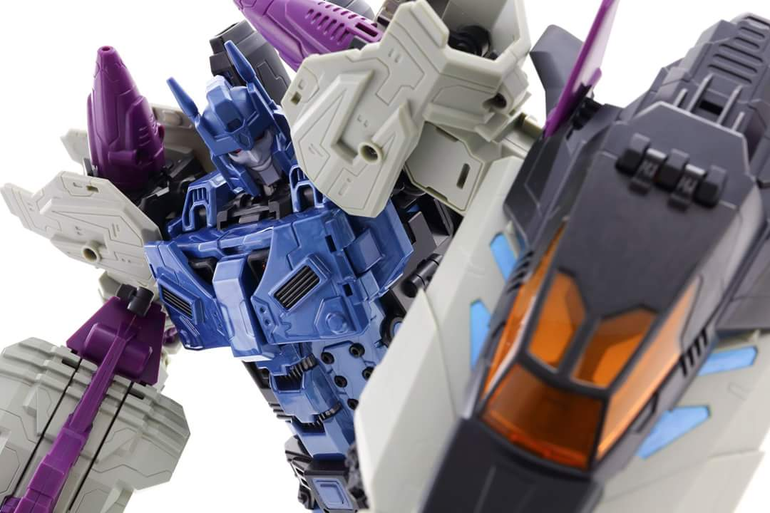 [Mastermind Creations] Produit Tiers - R-17 Carnifex - aka Overlord (TF Masterforce) - Page 3 Z2aSEz8w