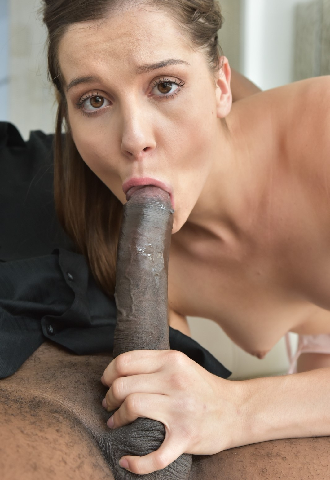 Kasey Warner - una putita linda disfruta de una verga negra