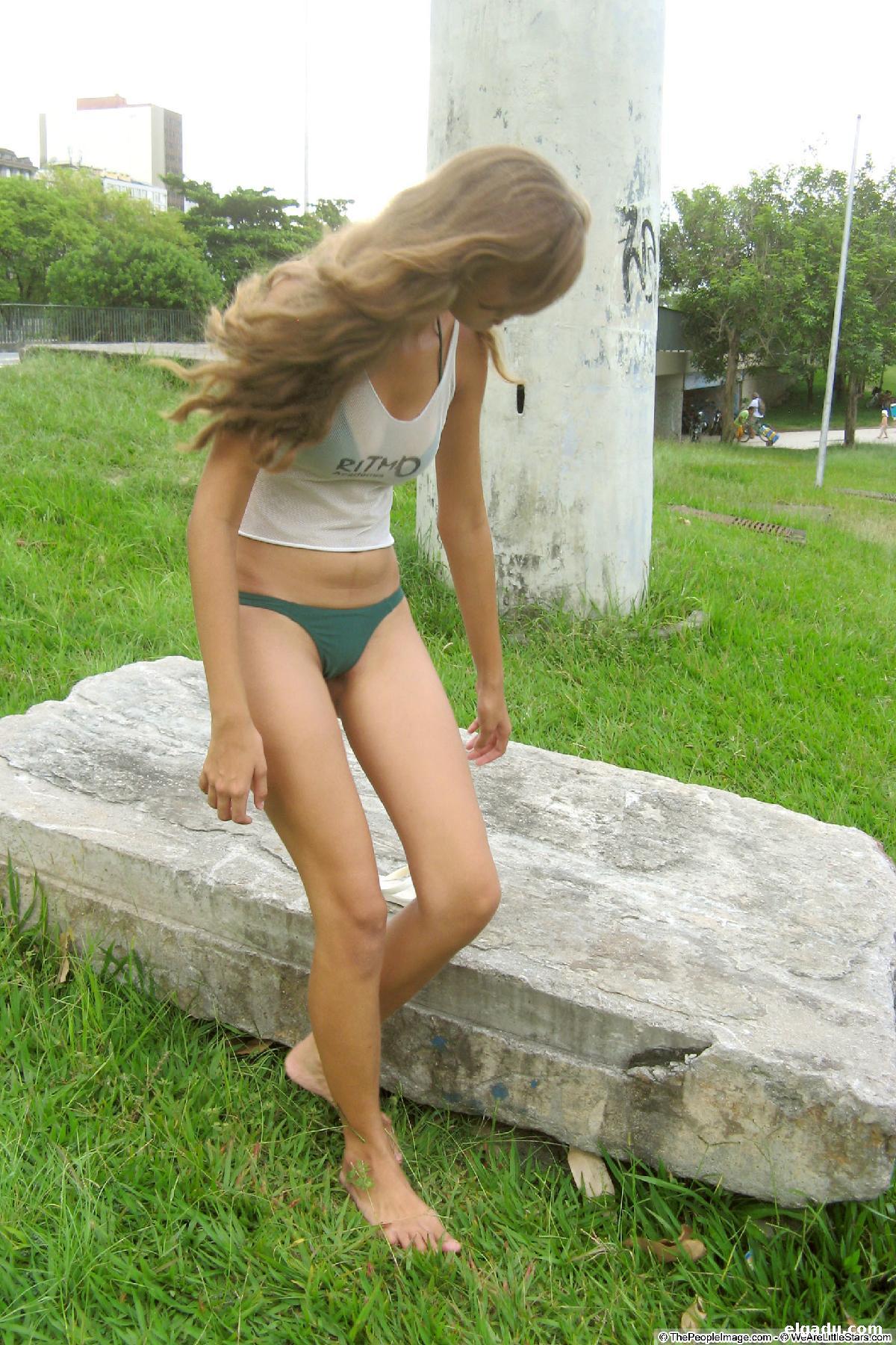 Adolescentes en bikini 046