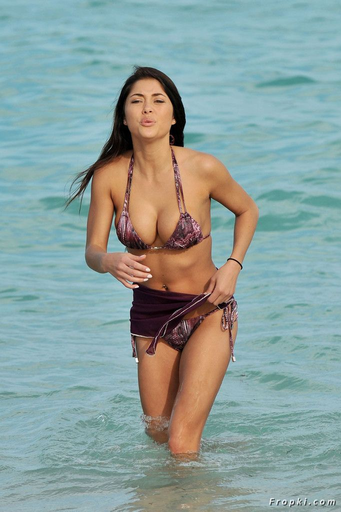 Arianny Celeste in bikini on a beach in Miami Abr2cJQ6