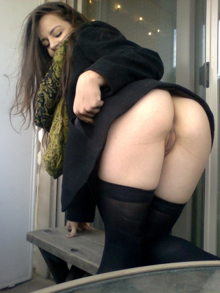 Частное фото трусиков под юбкой