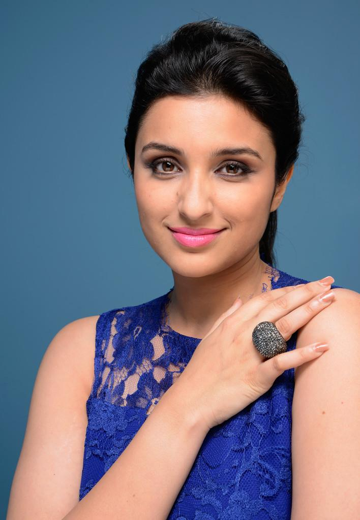 Parineeti Chopra Snapped At Toronto International Film Festival AcpDfJ4v