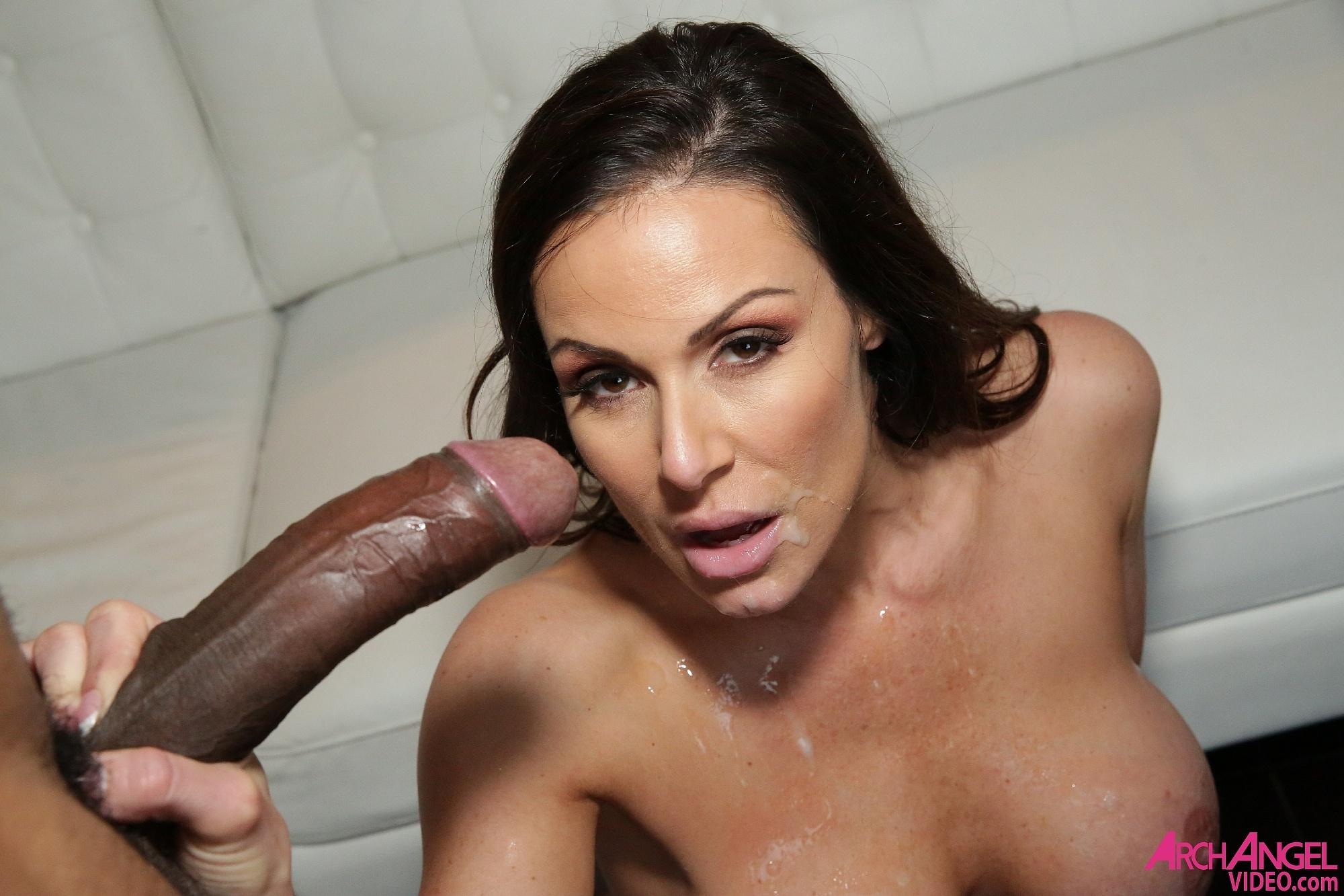 Kendra Lust - una verga negra para su boca y conchita