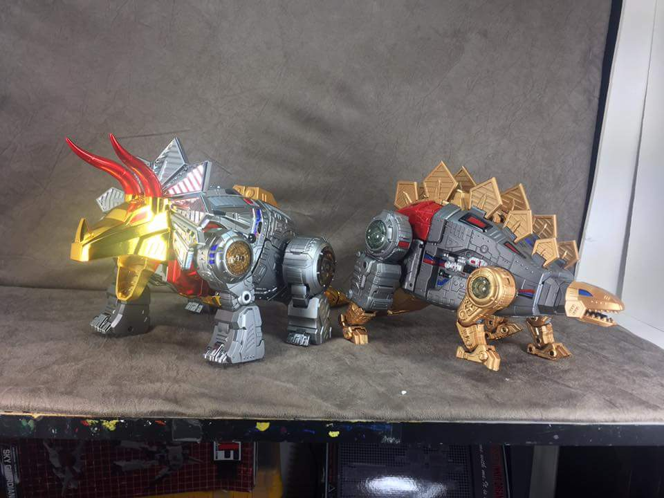 [GigaPower] Produit Tiers - Jouets HQ-01 Superator + HQ-02 Grassor + HQ-03 Guttur + HQ-04 Graviter + HQ-05 Gaudenter - aka Dinobots - Page 4 OuGX29p0