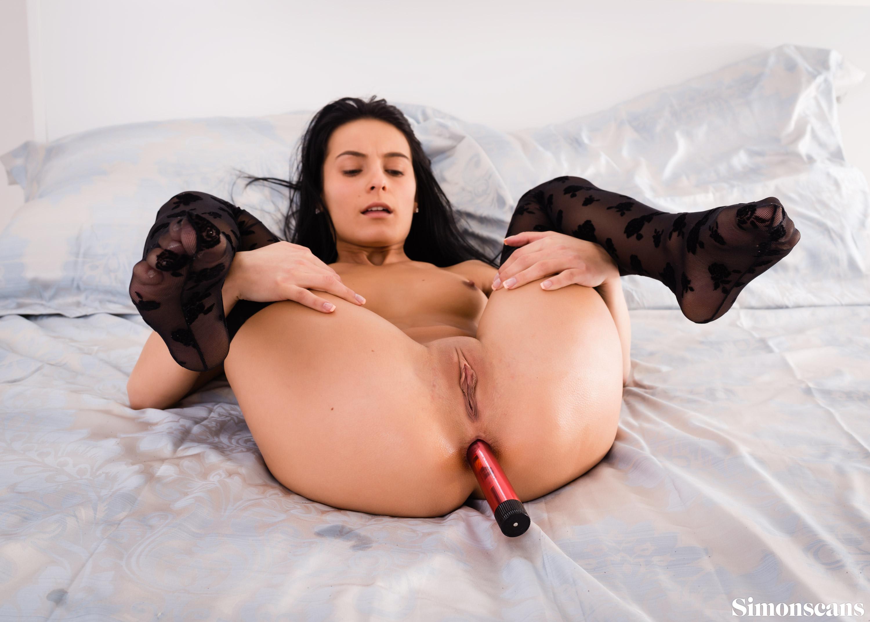 Lexi Dona tiene un juguete para su culo