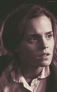 Emma Watson CizJQi2Y