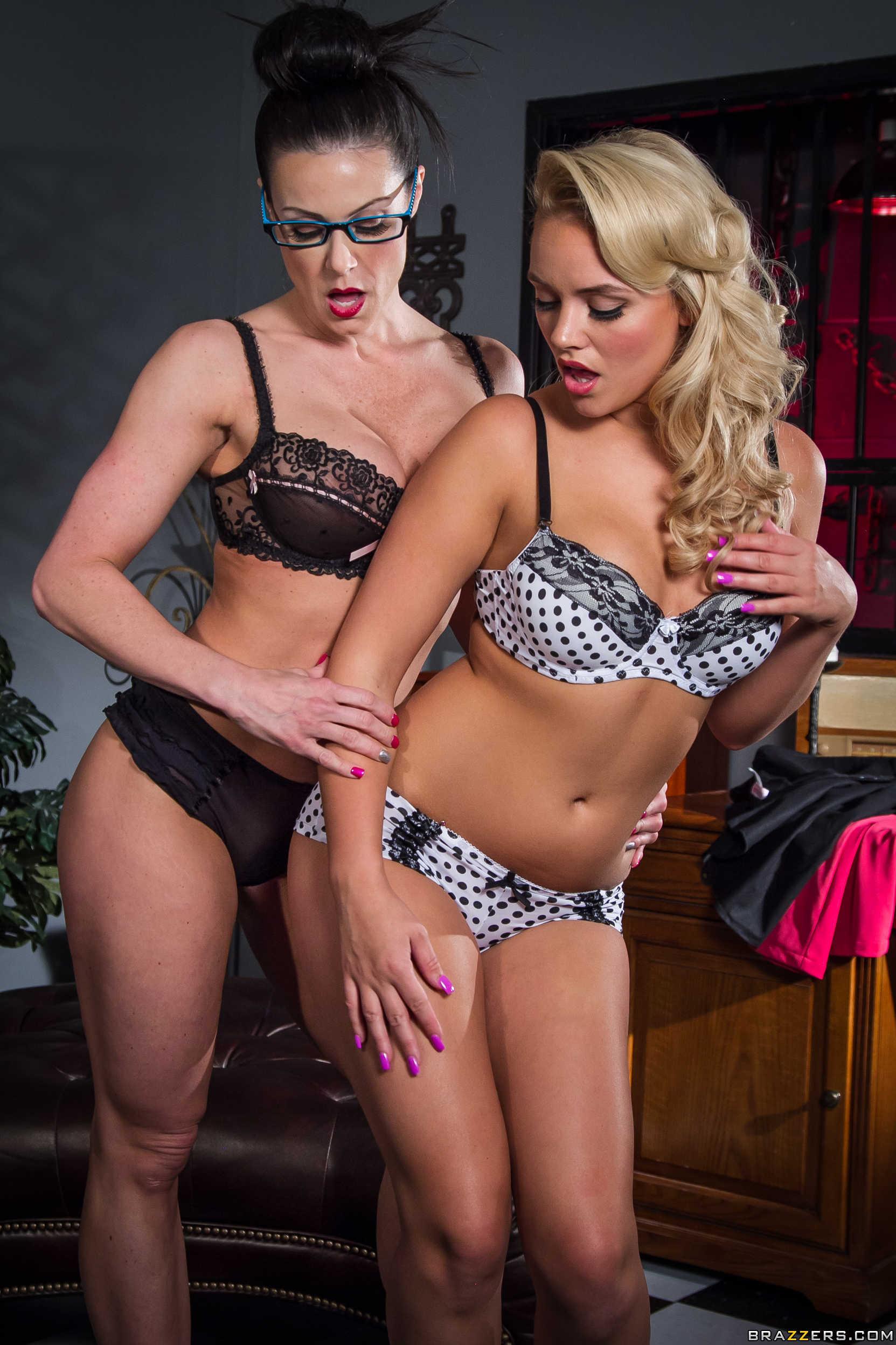 Kendra Lust y Alexis Monroe se desnudan juntas