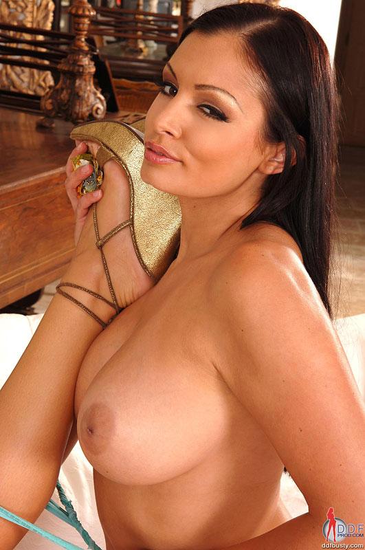 Aria giovanni desnuda fondo de pantalla
