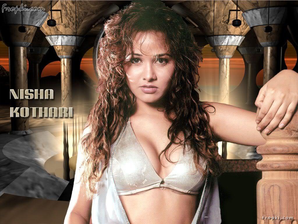 Nisha Kothari wearing Bikini Blouse AdhTwL0f