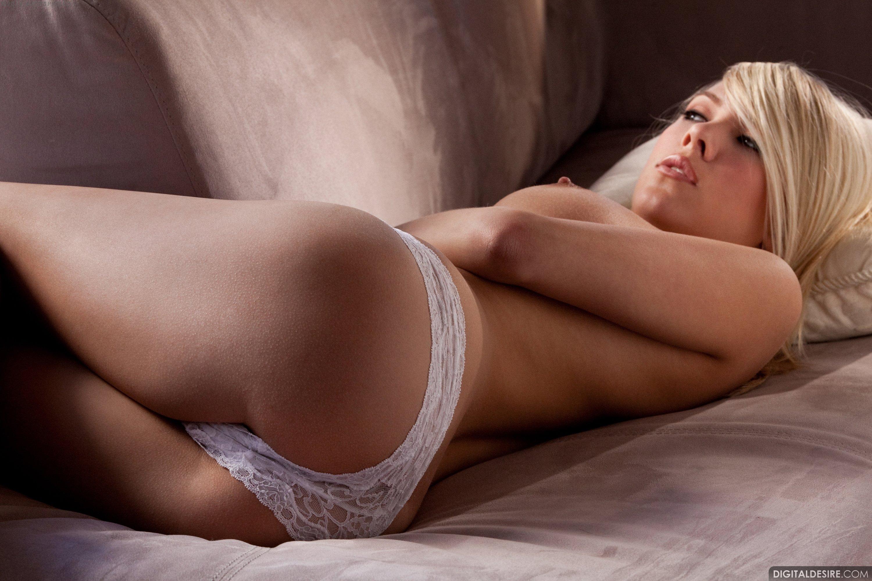 Фото блондинак в белых трусиках 24 фотография