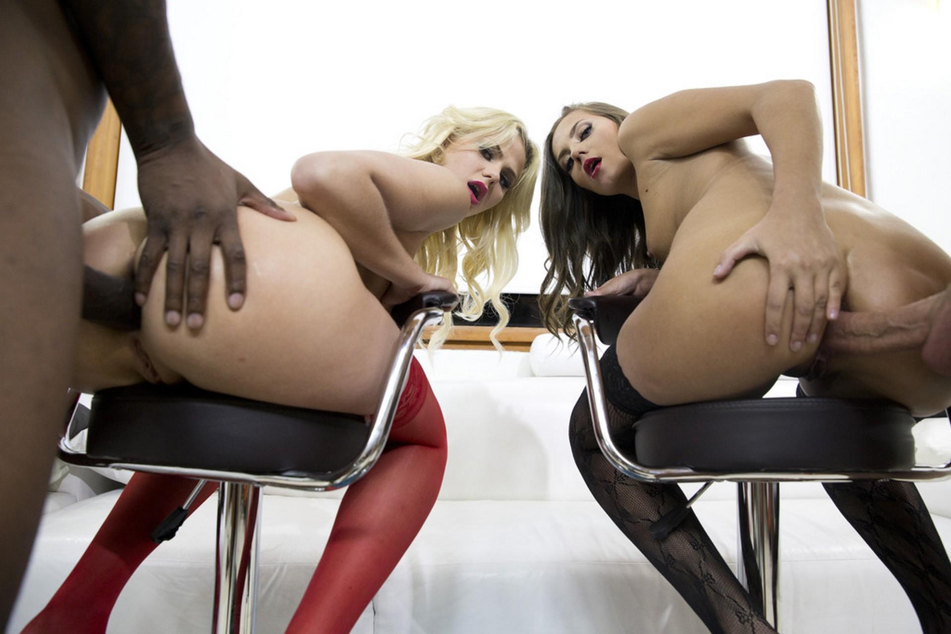Katie Montana y Maria Devine en un cuarteto interracial