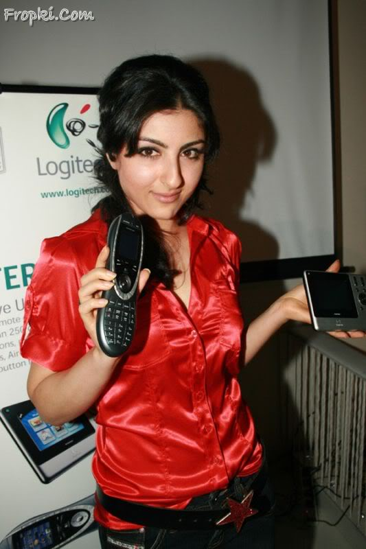 Soha Ali Khan launches Logitech's new products AbfXwfW1