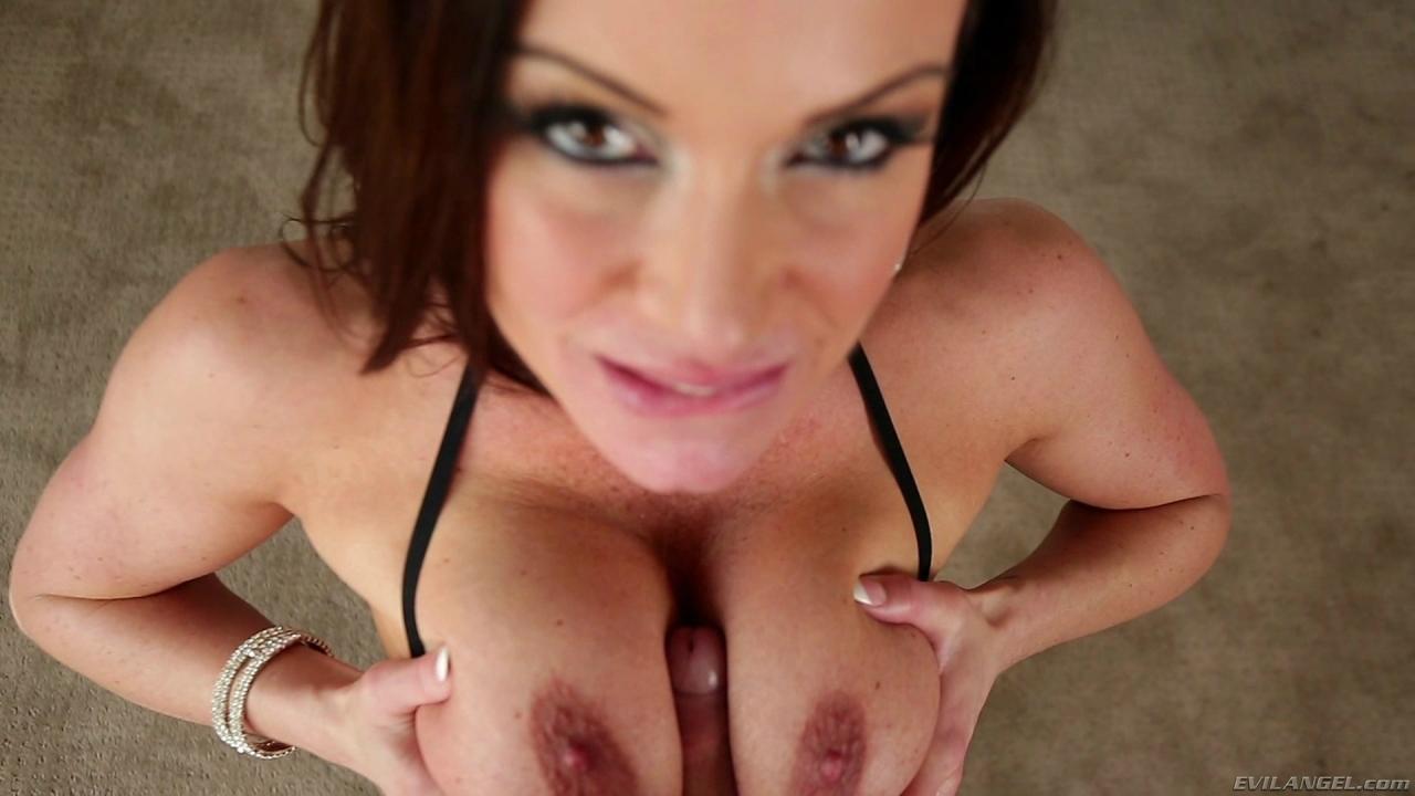 Kendra Lust - siempre encuentra una verga para chupar