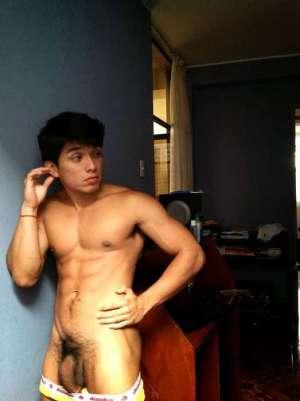 hombres desnudos