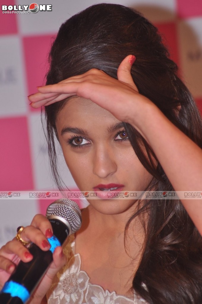 ALIA BHATT UNVEILS MAYBELLINE BEAUTY PRODUCTS Acvg5ny4