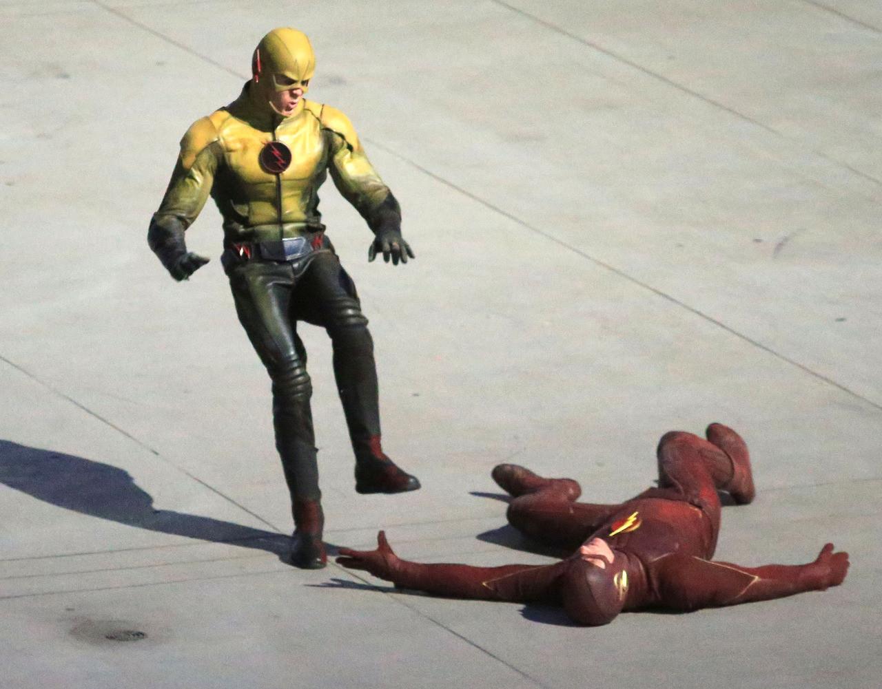 El Profesor Zoom contra Barry Allen en el set de rodaje de The Flash