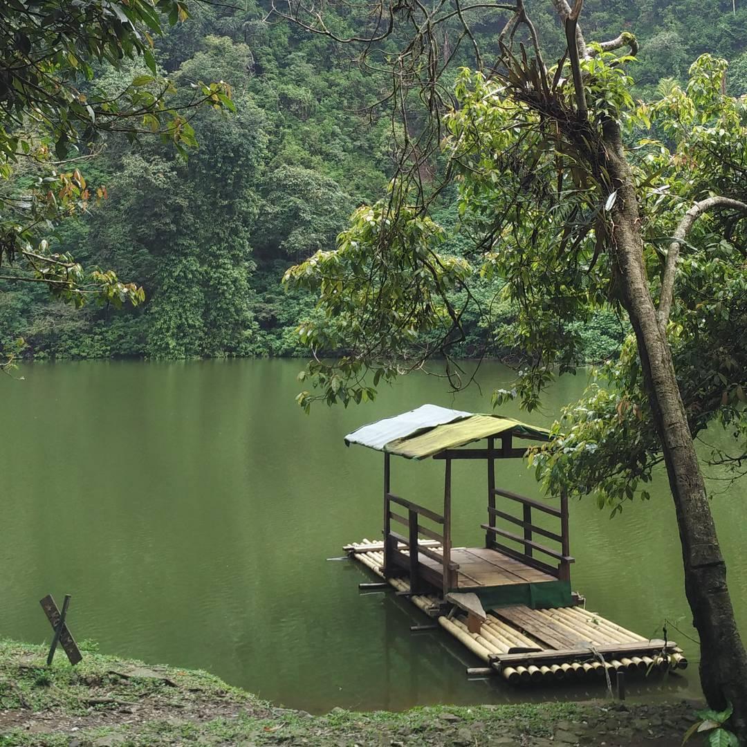 Wisata Bogor: Pesona Alam & Sejarah Danau Telaga Warna Puncak Pass Bogor