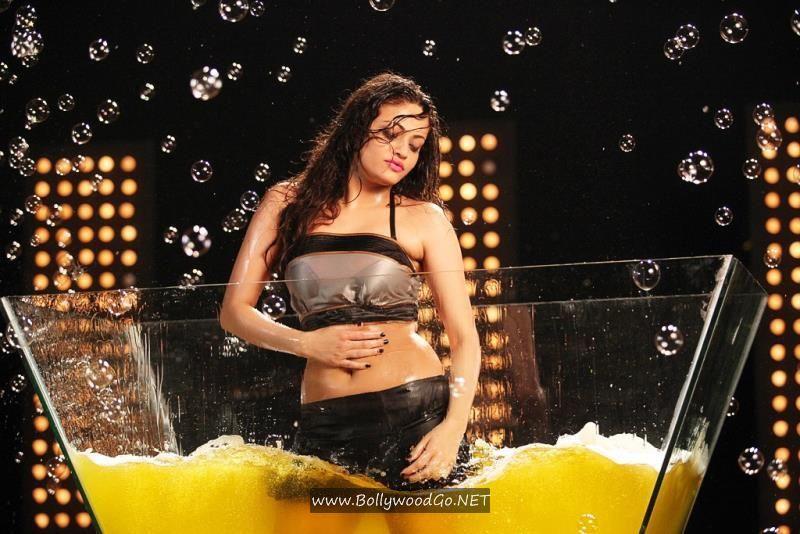 Snehal Ullal taking Shower in Bathtub AbtMsgZW