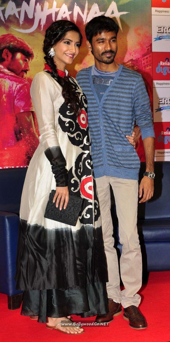 Sonam Kapoor and Dhanush at Reliance Digital Gallery AdwbYKoO