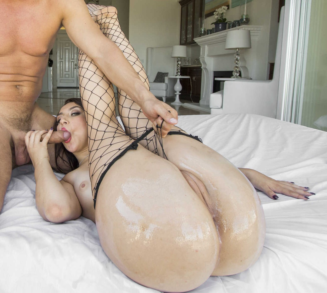 Mandy Muse chupa y coge por su goloso culo