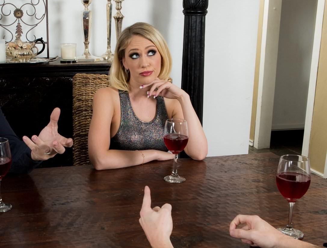 Kagney Linn Karter - una ama de casa muy traviesa