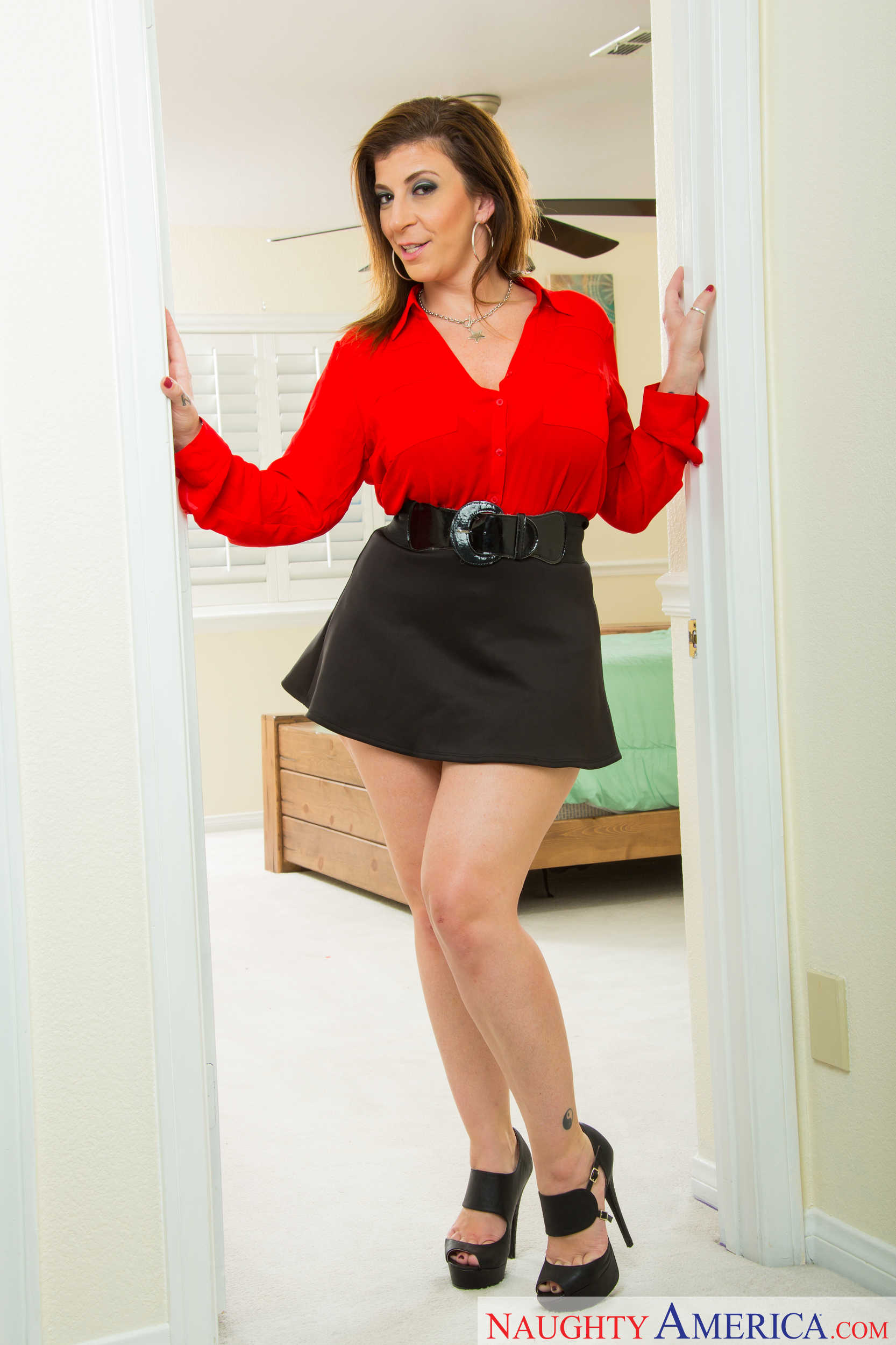 Hot mom short skirt