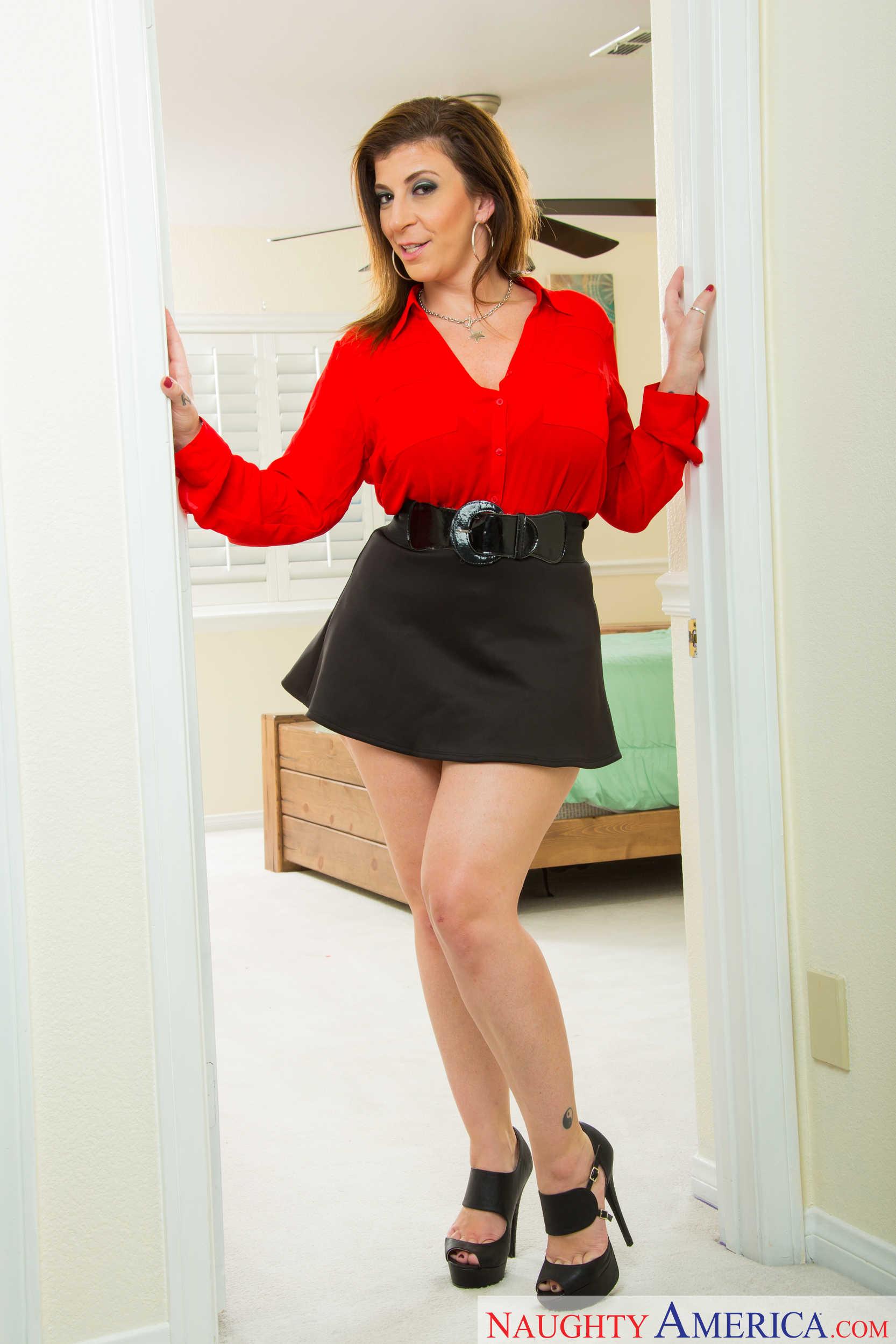 Hot mom short skirt