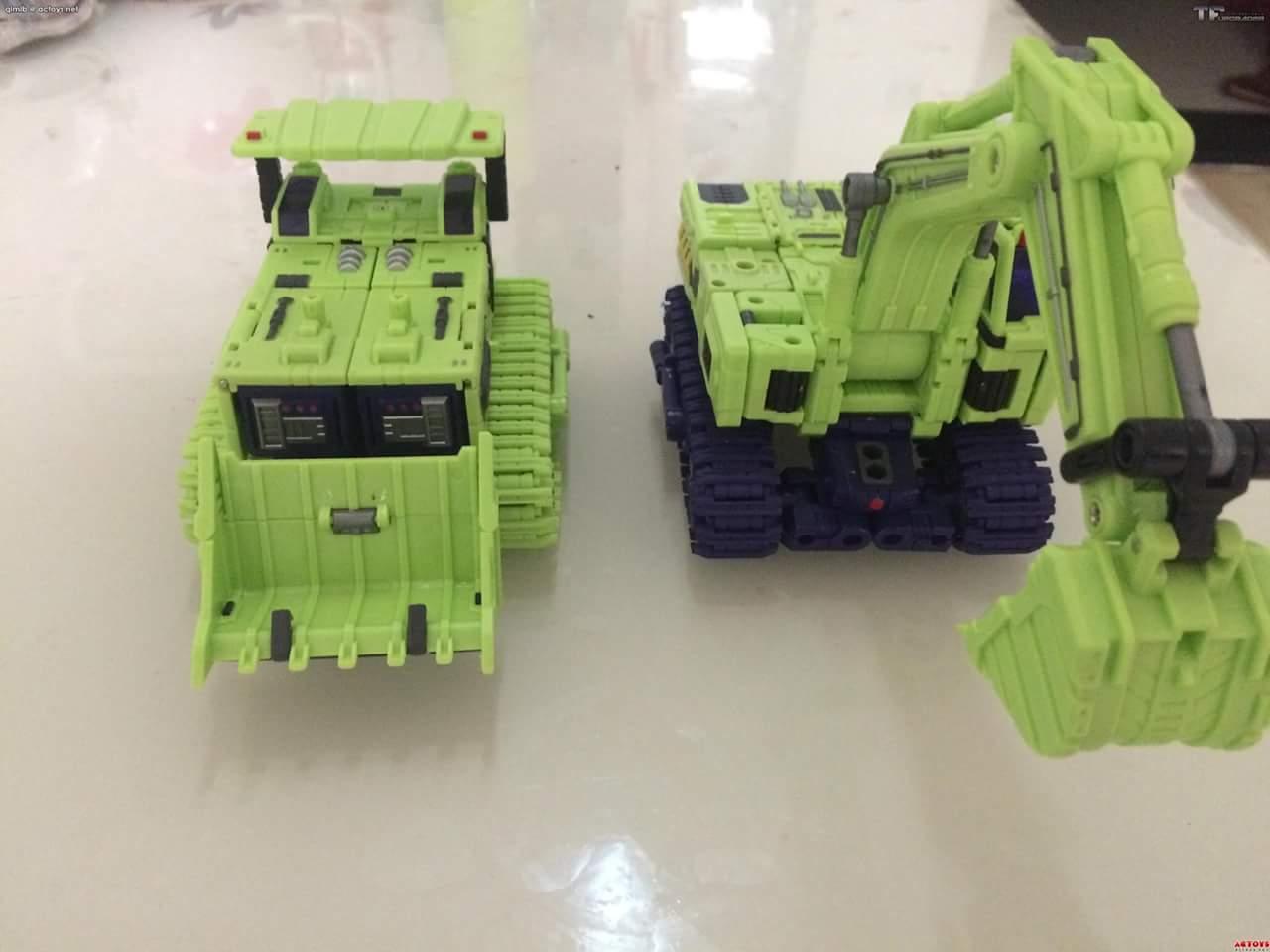 [Toyworld] Produit Tiers - Jouet TW-C Constructor aka Devastator/Dévastateur (Version vert G1 et jaune G2) - Page 4 5nNO3m51