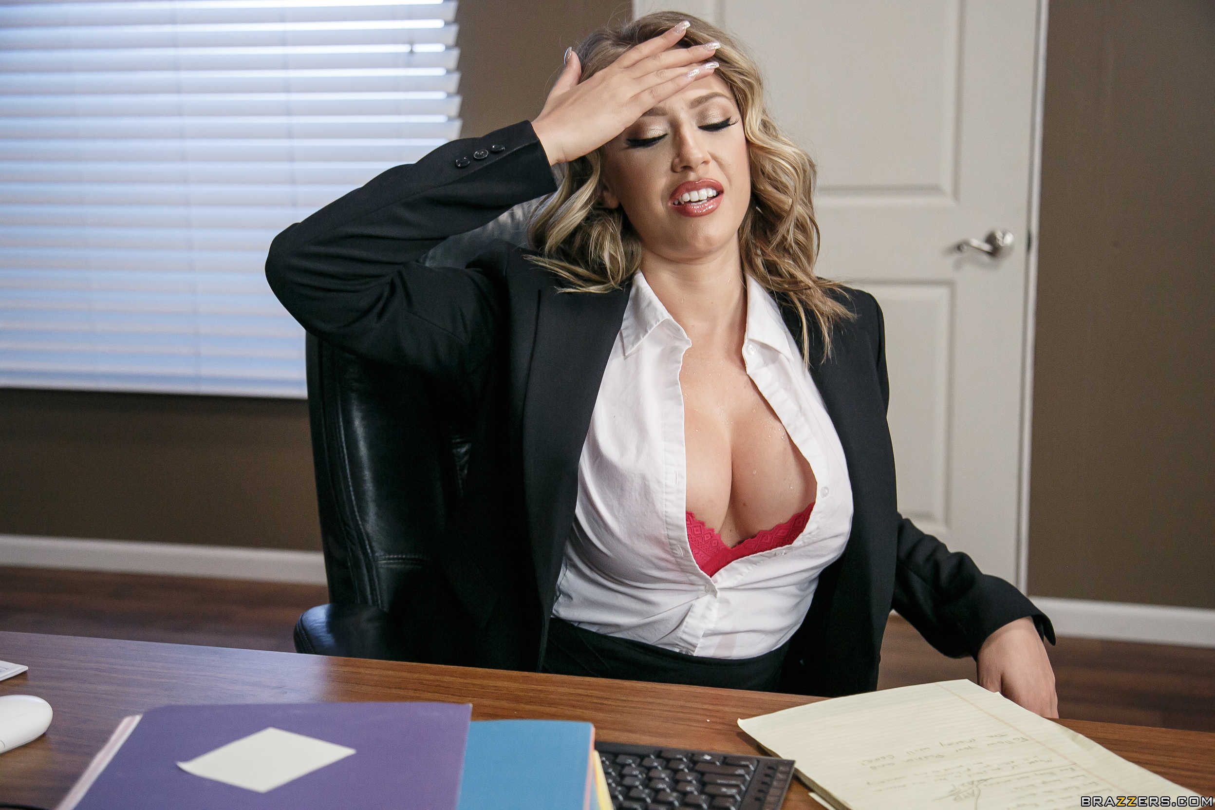 Kagney Linn Karter - el arte de coger a la secretaria