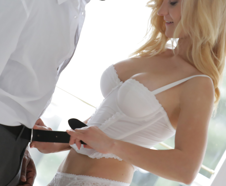 Helena Valentine - follar a la rubia por su culo-interracial