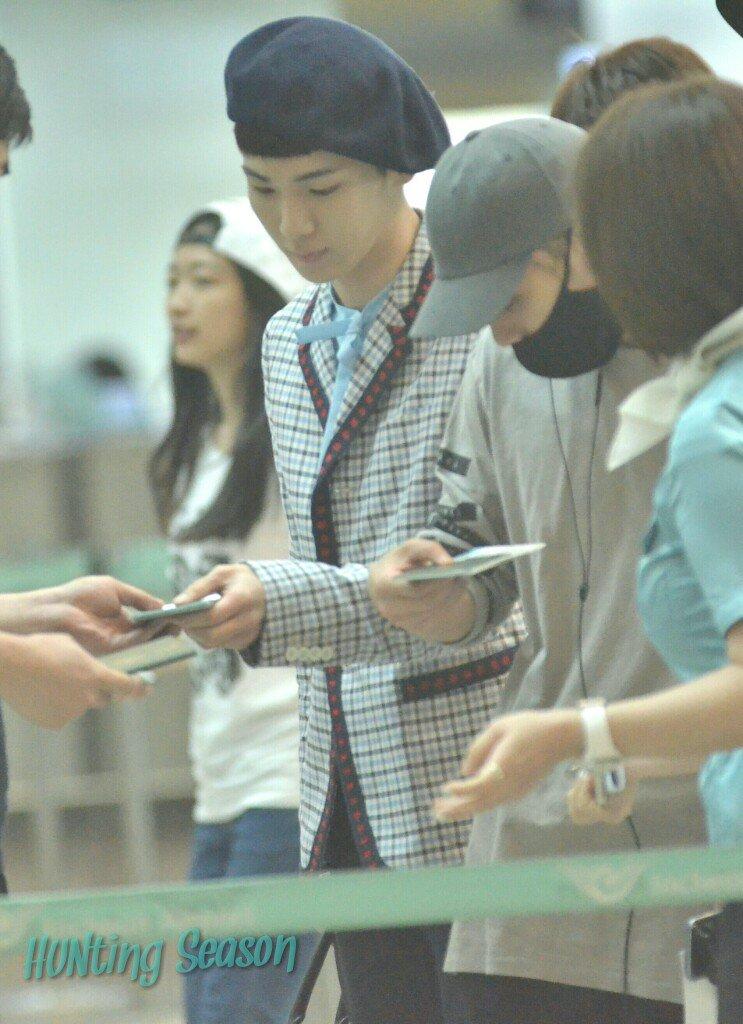 [IMG/160715] Jonghyun, Key @ Aeropuerto Incheon hacia Japón. PUJskCVl