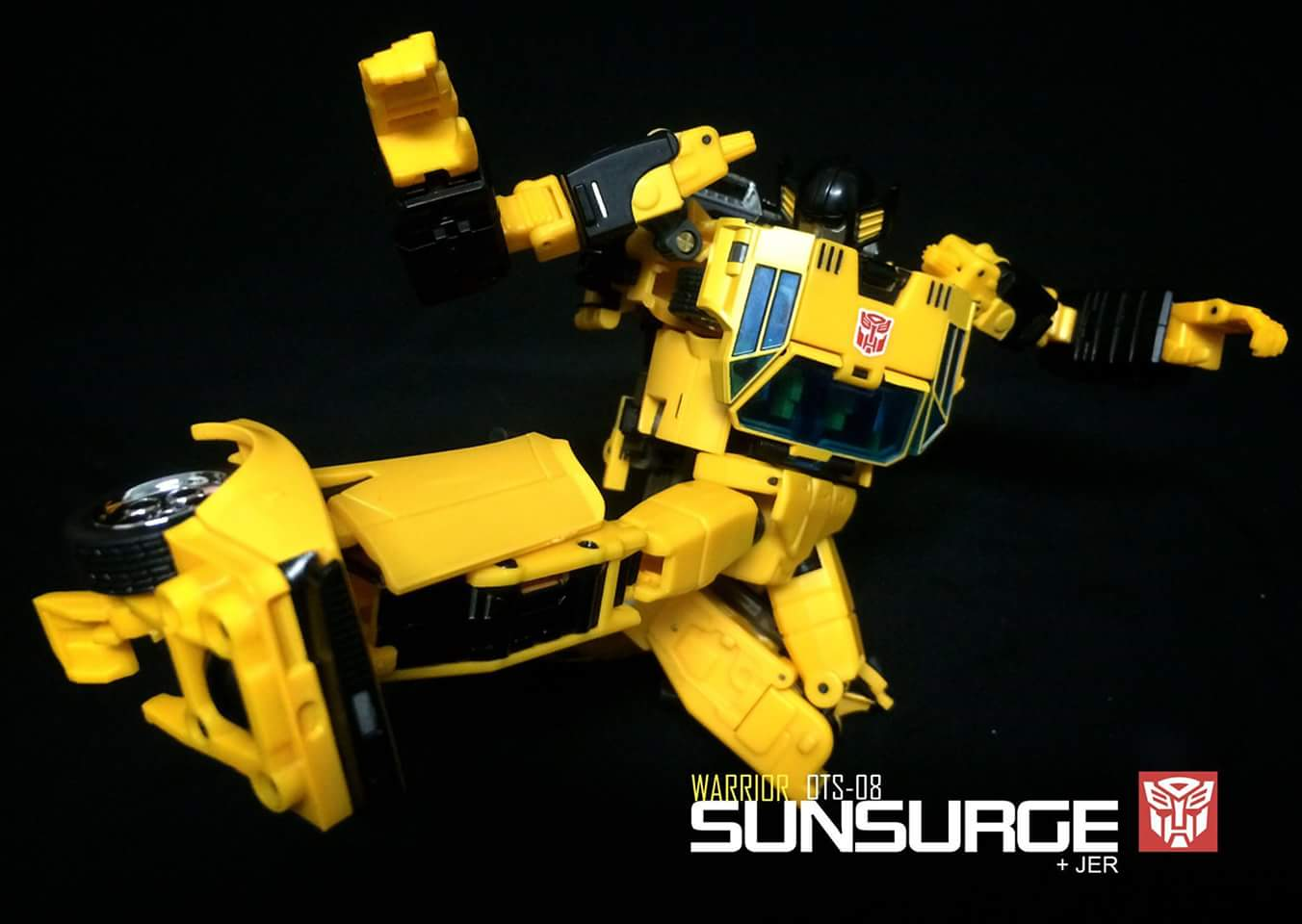 [BadCube] Produit Tiers - OTS-08 Sunsurge (aka Sunstreaker/Solo G1) + OTS-Special 01 Blaze (aka Sunstreaker/Solo Diaclone) - Page 3 JdWYnoAN