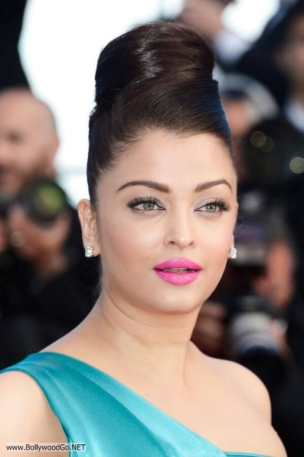 Aishwarya Rai at the Premiere of Cleopatra at the Cannes Acry3cmX
