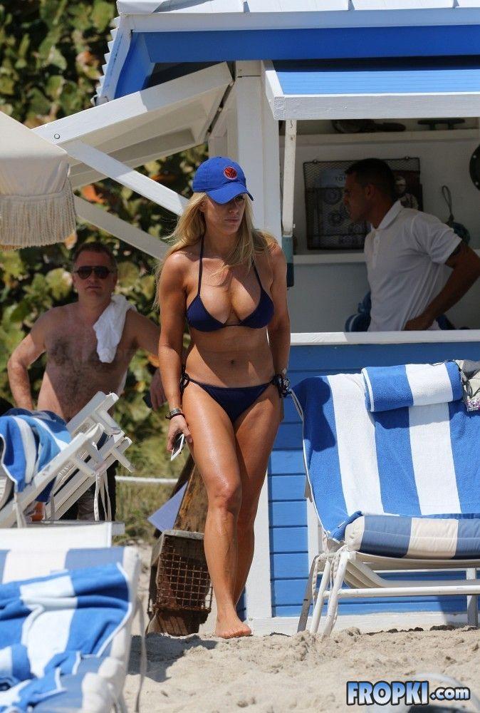 Jill Martin wearing a bikini on the beach in Miami wearing a bikini on the beach in Miami Add5tkV8