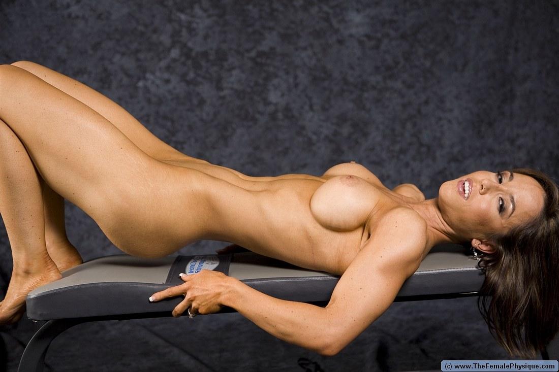 girl-fitness-stars-nude